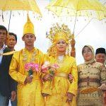 Cara unik membangunkan orang untuk sahur - Pengantin Sahur, Riau