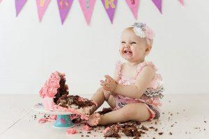 Cara unik merayakan ulang tahun - cake smashing di AS