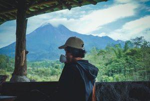 Ngopi di Kaki Gunung Merapi